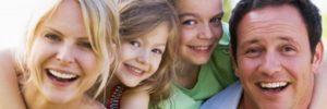 famiglia felice senza debiti