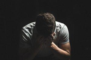 Disperato- affossa nei debiti